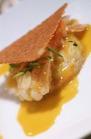 """France/17/Charente Maritime/La Rochelle: Sablé aux oignons et langoustine au beurre de curry recette de Pascal Auger chef du Restaurant """"Chez Serge"""""""