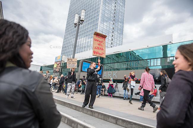 """Am Samstag den 16. Mai 2020 demonstrierten in Berlin an mehreren Orten mehrere hundert Menschen mit sog. """"Hygiene-Demonstrationen"""" gegen die Einschraenkungen zur Eindaemmung der Covid-19-Pandemie. An diesen """"Hygiene-Demonstrationen"""" nahmen vor allem Verschwoerungsanhaenger aber auch Hooligans, Neonazis und andere Rechte teil.<br /> Im Bild: Zwei Frauen  betrachten eine Kundgebung von Gegnern der Corona-Beschraenkung auf dem Alexanderplatz.<br /> 16.5.2020, Berlin<br /> Copyright: Christian-Ditsch.de<br /> [NUR FUER REDAKTIONELLE ZWECKE! Werbung nur auf Anfrage beim Fotografen. Inhaltsveraendernde Manipulation des Fotos nur nach ausdruecklicher Genehmigung des Fotografen. Vereinbarungen ueber Abtretung von Persoenlichkeitsrechten/Model Release der abgebildeten Person/Personen liegen nicht vor. NO MODEL RELEASE! Don't publish without copyright Christian-Ditsch.de, Veroeffentlichung nur mit Fotografennennung, sowie gegen Honorar, MwSt. und Beleg. Konto: I N G - D i B a, IBAN DE58500105175400192269, BIC INGDDEFFXXX, Kontakt: post@christian-ditsch.de<br /> Bei der Bearbeitung der Dateiinformationen darf die Urheberkennzeichnung in den EXIF- und  IPTC-Daten nicht entfernt werden, diese sind in digitalen Medien nach §95c UrhG rechtlich geschuetzt. Der Urhebervermerk wird gemaess §13 UrhG verlangt.]"""