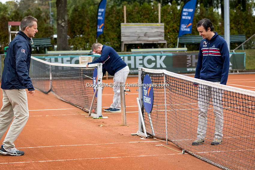 Netherlands, September 27,  2020, Beneden-Leeuwen, TV Lewabo, Competition Men's, Men's premier league, Umpires prepairing the courts<br /> Photo: Henk Koster/tennisimages.com