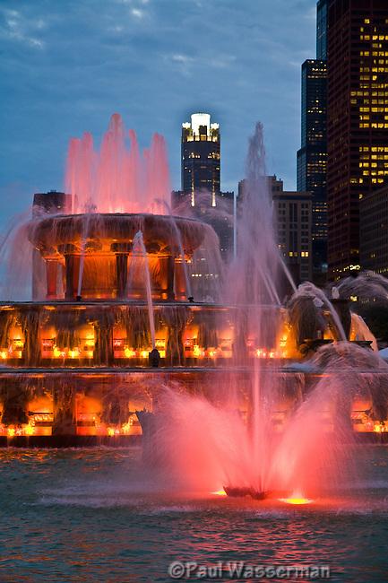 Chicago's Buckingham Fountain splashing red at twilight
