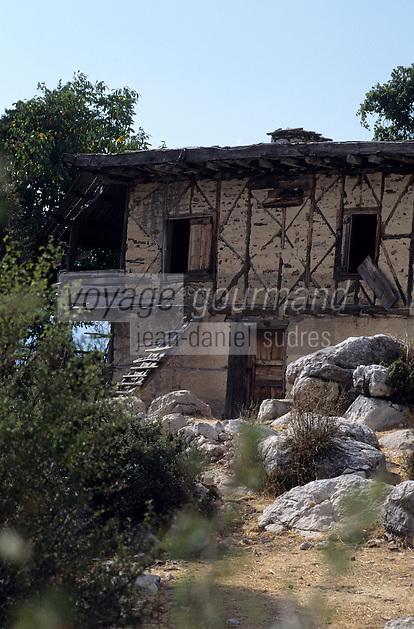 Europe/Turquie/Env d'Altinyata : Habitat traditionnel