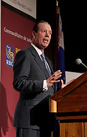 """Tony Comper, President and Chief<br /> Executive Officer of BMO Financial Group and co-founder of FAST (Fighting Antisemitism Together),  address the Canadian Club of Montreal on  """"Why non-Jews must confront antisemitism"""", September 11 2006.<br /> Photo by Pierre Roussel / Images Distribution"""