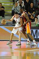 Amoroso (Teramo) Vernado (Roma).Roma, 16/04/2012 PalaTiziano.Basket Campionato di Pallacanestro serie A1.Acea Roma vs Banca Tercas Teramo.Foto Insidefoto Antonietta Baldassarre