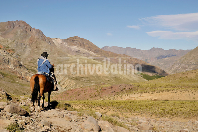 During 12 days photographer Lorenzo Moscia accompanied a 9-people horse expedition through the Andes mountain range in Chillan, southern Chile. The expedition was aimed to find new unkown places suitable for adventure tourism.