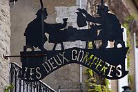 Europe/France/Bourgogne/89/Yonne/ Montréal: détail de l'enseigne d'un restaurant inspirée par une stalles de l'église collégiale