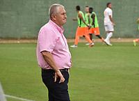 MONTERIA - COLOMBIA, 17-04-2019: Eduardo Lara técnico de Envigado gesticula durante el partido por la fecha 16 de la Liga Águila I 2019 entre Jaguares de Córdoba F.C. y Envigado F.C. jugado en el estadio Jaraguay de la ciudad de Montería. / Eduardo Lara coach of Envigado gestures during match for the date 16 as part Aguila League I 2019 between Jaguares de Cordoba F.C. and Envigado F.C. played at Jaraguay stadium in Monteria city. Photo: VizzorImage / Andres Felipe Lopez / Cont