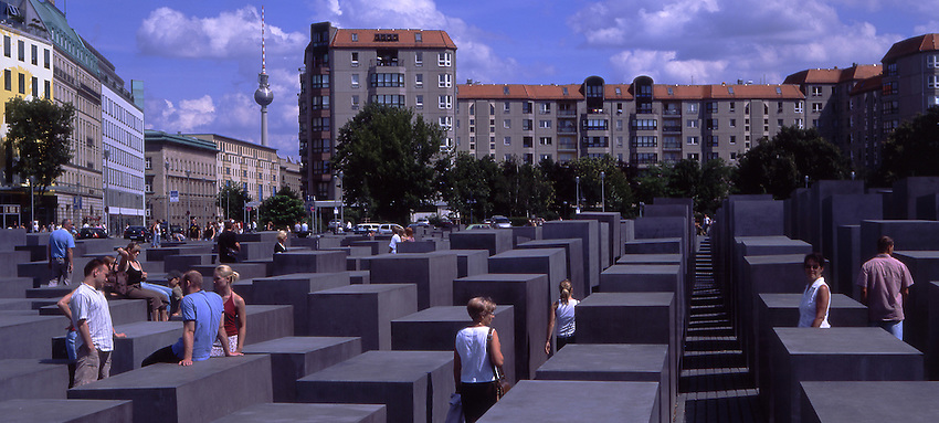 Europe, DEU, Germany, Berlin, Holocaust Memorial.....[ For each utilisation of my images my General Terms and Conditions are mandatory. Usage only against use message and proof. Download of my General Terms and Conditions under http://www.image-box.com or ask for sending. A clearance before usage is necessary...Material is subject to royalties. Each utilisation of my images is subject to a fee in accordance to the present valid MFM-List...Contact | archive@image-box.com | www.image-box.com ]