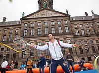 05-04-12, Netherlands, Amsterdam, Tennis, Daviscup, Netherlands-Rumania, Draw, Straattennis, Jean-Julien Rojer voor het Paleis op de Dam