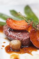 Europe/France/Rhone-Alpes/07/Ardéche/Thorrenc: Magret de canard aux abricots et caramel de viognier recette d' Eric Dechavanne à l' Auberge de Thorrenc