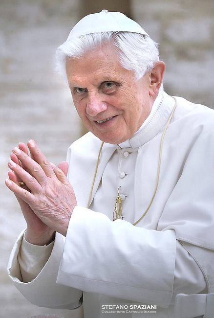 """Pope Benedict XVI wear his """"saturno"""" hat before the weekly general audience on Setember 22, 2010 in St Peter's square at the Vatican"""