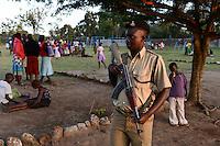 TANZANIA Mara, Tarime, village Masanga, region of the Kuria tribe who practise FGM Female Genital Mutilation, temporary rescue camp of the Diocese Musoma for girls which escaped from their villages to prevent FGM, , armed police secure the camp / TANSANIA Mara, Tarime, Dorf Masanga, in der Region lebt der Kuria Tribe, der FGM weibliche Genitalbeschneidung praktiziert, temporaerer Zufluchtsort fuer Maedchen, denen in ihrem Dorf Genitalverstuemmelung droht, in einer Schule der Dioezese Musoma, bewaffnete Polizisten schuetzen das Camp