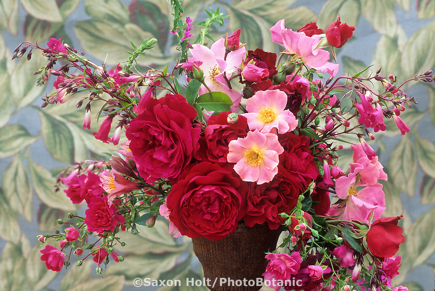 Rose bouquet with English roses 'L.D.Braithwaite' and Dapple Dawn'