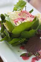 Europe/France/Rhône-Alpes/26/Drôme/Saint-Paul-Trois-Châteaux: Raviole de Royans et éventail de salade du Jardin,recette de  Cédric Denaux  du Restaurant L et Lui