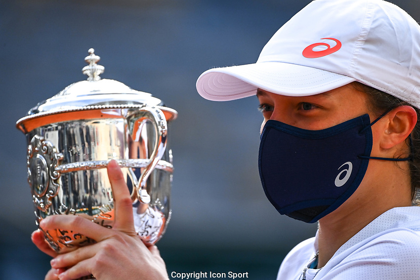 Iga SWIATEK of Poland celebrates her victory with the trophy during the day fourteen women's final Roland Garros on October 10, 2020 in Paris, France. (Photo by Anthony Dibon/Icon Sport) - Roland Garros - Paris (France)