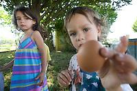homeschooling, educazione parentale. Leonardo e Olivia, il contatto con la natura