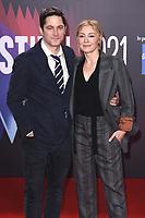 David Conrad und Juliet Rylance bei der Premiere des Kinofilms 'The Lost Daughter' auf dem 65. BFI London Film Festival 2021 in der Royal Festival Hall. London, 13.10.2021 . Credit: Action Press/MediaPunch **FOR USA ONLY**