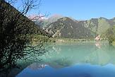 """Der Jesik Nationalpark liegt 70km östlich von Almaty, Kasachstan. Auch hier dokumentiert die Gesellschaft """"Grüne Rettung"""" regelmäßig die Veränderungen der Natur, um Aufmerksamkeit für die Probleme zu schaffen Der Issyk-See ist nach einem Erdrutsch 1963 deutlich geschrumpft."""