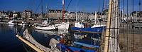 Europe/France/Bretagne/22/Côtes d'Armor/Paimpol: Vieux gréements et bateaux de pêche sur le port