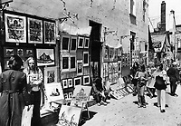 1986 FILE PHOTO - ARCHIVES -<br /> <br /> The Lilliputian alley of rue du Tresor is a beehive of activity when spring comes to Quebec city; with artists lining its short length to sell their cityscapes or sketch on-the-spot portraits of the passing throng.<br /> <br /> 1986<br /> <br /> PHOTO :  Doug Griffin - Toronto Star Archives - AQP