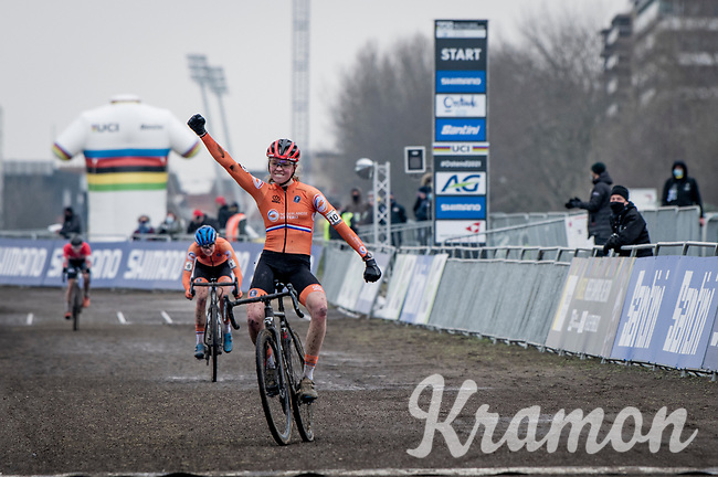 Fem Van Empel (NED/Pauwels Sauzen-Bingoal) becomes the new U23 womens world champion<br /> <br /> UCI 2021 Cyclocross World Championships - Ostend, Belgium<br /> <br /> U23 Women's Race<br /> <br /> ©kramon