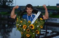 FIERLJEPPEN: BURGUM: 21-08-2021, Keningsljeppen, Oane Galama, winnaar en Kening, ©foto Martin de Jong