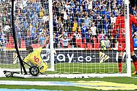 BOGOTÁ - COLOMBIA, 16–02-2019: Aldair Quintana y Kevin Agudelo de Atlético Huila, no logran detener el disparo de César Carrillo (Fuera de Cuadro), jugador de Millonarios al anotar gol de su equipo, durante partido de la fecha 5 entre Millonarios y Atlético Huila, por la Liga Águila I 2019, jugado en el estadio Nemesio Camacho El Campín de la ciudad de Bogotá. / Aldair Quintana and Kevin Agudelo of Atletico Huila, fail to stop the shoot of Cesar Carrillo (Out of Frame) of Millonarios the goal of his team, during a match of the 5th date between Millonarios and Atletico Huila, for the Aguila Leguaje I 2019 played at the Nemesio Camacho El Campin Stadium in Bogota city, Photo: VizzorImage / Luis Ramírez / Staff.