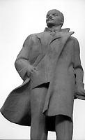 Mosca (Moscow) / Russia 24/8/1991.La statua di Lenin in Piazza Rivoluzione d'Ottobre..The statue of Lenin in the October Revolution Square..Photo Livio Senigalliesi.