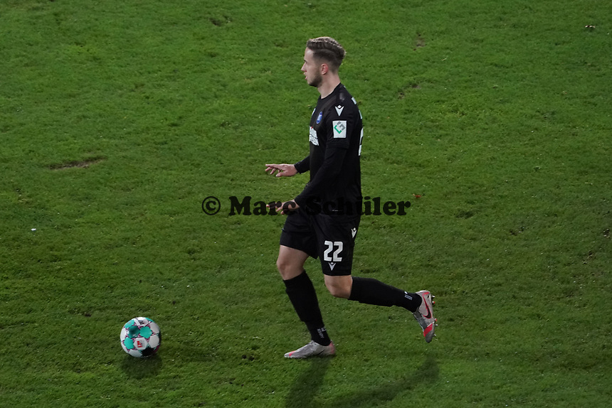 Christoph Kobald (Karlsruher SC)<br /> <br /> - 26.02.2021 Fussball 2. Bundesliga, Saison 20/21, Spieltag 23, SV Darmstadt 98 - Karlsruher SC, Stadion am Boellenfalltor, emonline, emspor, <br /> <br /> Foto: Marc Schueler/Sportpics.de<br /> Nur für journalistische Zwecke. Only for editorial use. (DFL/DFB REGULATIONS PROHIBIT ANY USE OF PHOTOGRAPHS as IMAGE SEQUENCES and/or QUASI-VIDEO)