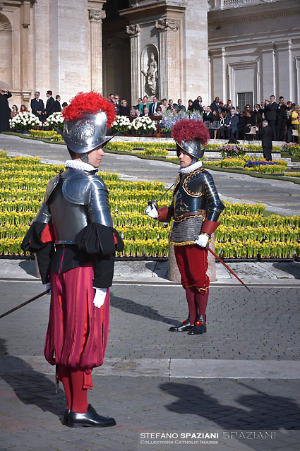 Pontifical Swiss Guard.Pope Francis During the Easter Mass  in St. Peter's Square, at the Vatican.  1 April 2018