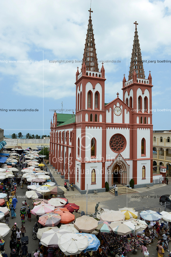 TOGO, Lome, market and catholic Heart Jesu cathedral from german colonial time, built 1902 by Steyler Missionaries / katholische Herz Jesu Kathedrale, gebaut 1901-02 waehrend der deutschen Kolonialzeit von den Steyler Missionaren