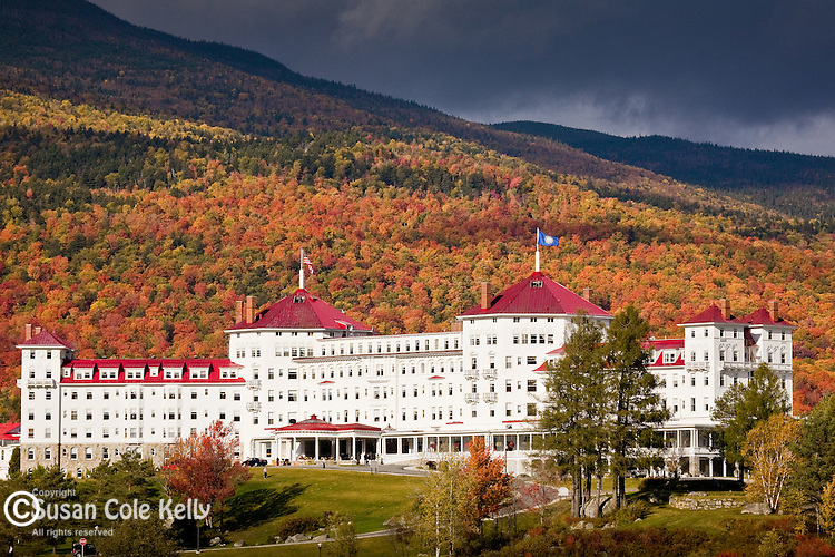 Fall foliage and the Mt Washington Hotel, Bretton Woods, White Mountains, NH, USA