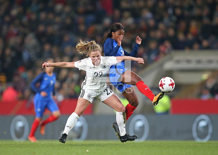 24.11.2017, Football Frauen Laenderspiel, Germany - France, in der SchuecoArena Bielefeld.  Tabea Kemme (Germany) - Grace Geyoro (France)  *** Local Caption *** © pixathlon +++ tel. +49 - (040) - 22 63 02 60 - mail: info@pixathlon.de<br /> <br /> +++ NED + SUI out !!! +++