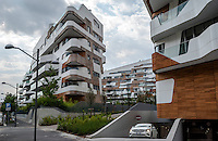 Milano, quartiere CityLife. Le residenze Hadid. Una Mercedes esce dal garage --- Milan, CityLife district. The Hadid Residences. A Mercedes