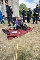 """Auf und rund um den Rosa-Luxemburg-Platz in Berlin-Mitte haben am Samstag den 25. April 2020 mehrere hundert Menschen gegen die Einschraenkungen im Zuge der Massnahmen zur Eindaeemung der Covid-19-Pandemie protestiert. Rechtsextremisten, Hooligans, Antisemiten, Verschwoerungstheoretiker und AfD-Politiker hatten zu einer sogenannten """"Hygiene-Demo"""" versammelt. Vereinzelt protestierten Menschen am Rande gegen diese Demonstration.<br /> Die Polizei war mit mehreren hundert Beamten im Einsatz und nahm mehr als 100 Personen fest.<br /> Im Bild: Eine Impfgegnerin sitzt mit einem Zollstock auf dem Platz. Der Zollstock soll den vorgeschriebenen Abstand zu anderen Personen symbolisieren.<br /> 25.4.2020, Berlin<br /> Copyright: Christian-Ditsch.de<br /> [NUR FUER REDAKTIONELLE ZWECKE! Werbung nur auf Anfrage beim Fotografen. Inhaltsveraendernde Manipulation des Fotos nur nach ausdruecklicher Genehmigung des Fotografen. Vereinbarungen ueber Abtretung von Persoenlichkeitsrechten/Model Release der abgebildeten Person/Personen liegen nicht vor. NO MODEL RELEASE! Don't publish without copyright Christian-Ditsch.de, Veroeffentlichung nur mit Fotografennennung, sowie gegen Honorar, MwSt. und Beleg. Konto: I N G - D i B a, IBAN DE58500105175400192269, BIC INGDDEFFXXX, Kontakt: post@christian-ditsch.de<br /> Bei der Bearbeitung der Dateiinformationen darf die Urheberkennzeichnung in den EXIF- und  IPTC-Daten nicht entfernt werden, diese sind in digitalen Medien nach §95c UrhG rechtlich geschuetzt. Der Urhebervermerk wird gemaess §13 UrhG verlangt.]"""