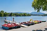 Germany, Upper Bavaria, Seehausen: boat rental at Staffel Lake near Murnau | Deutschland, Oberbayern, Pfaffenwinkel, Seehausen: Bootshaeuser und Bootsvermietung am Staffelsee bei Murnau