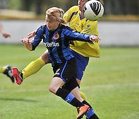 Club Brugge Dames - STVV Sint Truidense VV : Yana Haesebroek aan de bal voor Eleen Kimps (r).foto DAVID CATRY / Nikonpro.be