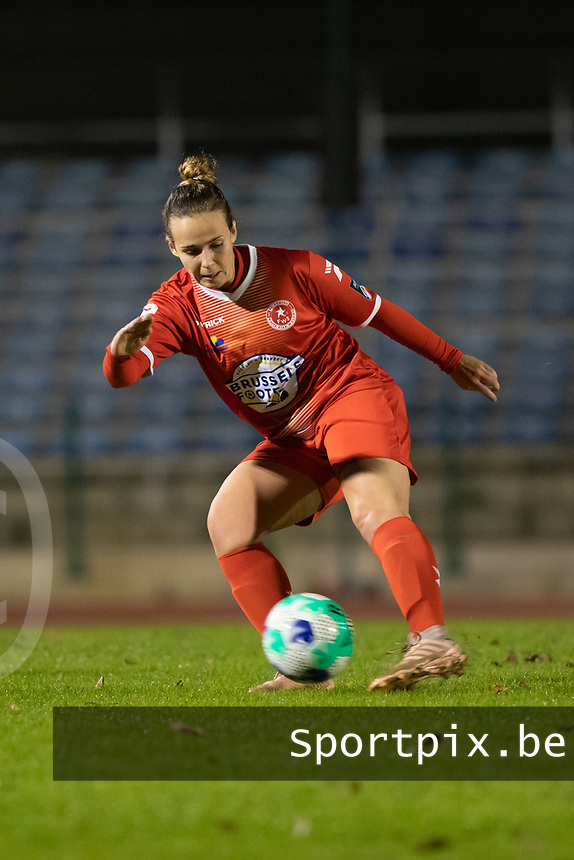 Celine Verdonck (27) of Femina White Star Woluwe pictured during a female soccer game between FC Femina White Star Woluwe and Eendracht Aalst on the sixth matchday in the 2021 - 2022 season of Belgian Scooore Womens Super League , friday 8 th of october 2021  in Woluwe , Belgium . PHOTO SPORTPIX   KRISTOF DE MOOR