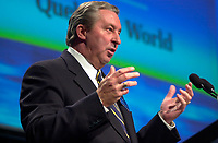 """Montreal, April 4rd 2001<br /> Charles G"""" Cavell, Preseident and CEO speaks at<br /> Quebecor World annual meeting, April 4th 2001, in Montreal, CANADA<br /> Since the `` Merger of equals `` between Quebecor Printing and World Color, the company operating margin reached a record high of 11.1 % for the year ; revenues increased by 32 % to 6.5 billion US $ ; operating income increased by 53 % to 724.8 Million US $  and net income increased by 43 % to 293.4 Million US $, or 1,93 US $ per share.<br /> Quebecor World is now the largest and strongest performing entity in the printing field<br /> Photo by Pierre Roussel<br /> NOTE :  D-1 photo uncorrected"""