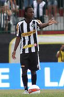 RIO DE JANEIRO, RJ, 29 DE JANEIRO 2012 - CAMPEONATO CARIOCA - 1o TURNO - TAÇA GUANABARA - NOVA IGUAÇU X BOTAFOGO - Andrezinho, jogador do Botafogo durante partida contra o Nova Iguaçu, pela 2o rodada da Taça Guanabara, no estádio Proletário, na cidade do Rio de Janeiro, neste domingo, 29. FOTO: BRUNO TURANO – NEWS FREE.