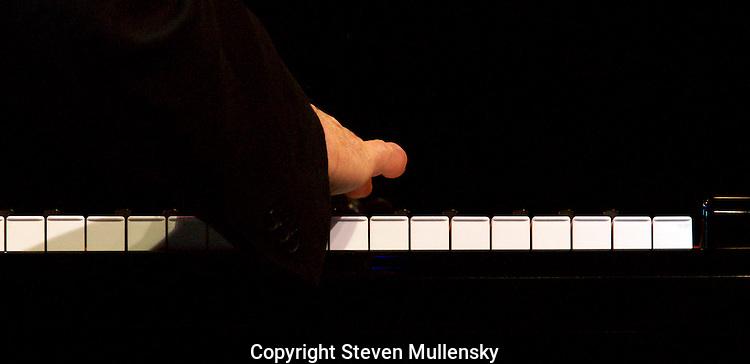 A jazz pianist tickles theivories.