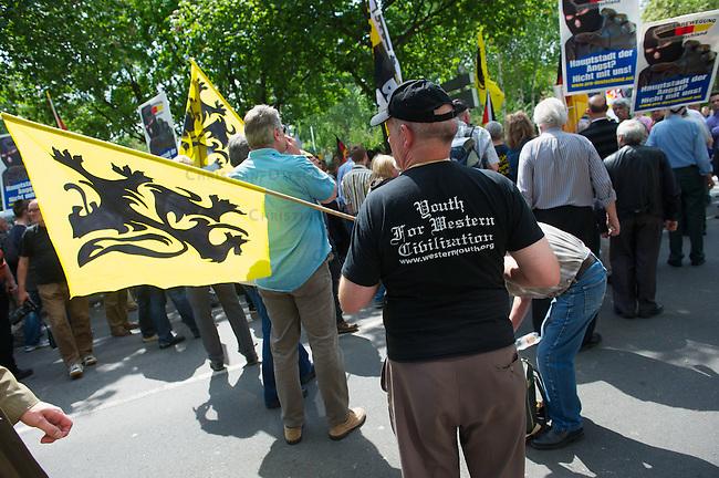"""""""Marsch fuer die Freiheit"""" von Pro Koeln und Pro-NRW.<br /> Etwa 300 Rechtspopulisten kamen am Samstag den 7. Mai 2011 aus deutschland, Italien, Belgien ind Frankreich zu einem sog. """"Marsch fuer die Feiheit"""" nach Koeln zu dem die Rechtspopulisten von Pro Koeln und Pro-NRW sowie die rechtsextremen Republikaner aufgerufen hatten. Mit der Demonstration sollte gegen eine angebliche Islamisierung Europas protestiert werden. Die Demonstration wurde von lautstarken Protesten begleitet und musste nach einer Zwischenkundgebung wegen verschiedener Sitzblockaden durch koelner Buerger und diverse antifaschistische Gruppen abgebrochen werden.<br /> Im Bild: Ein Demonstrationsteilnehmer mit einem T-Shirt der rechtsextremen US-Organisation """"Youth for western Civilisation"""" und Fahne dem rechtsextremen Vlaams Belang (Belgien).<br /> 7.5.2011, Koeln<br /> Foto: Christian-Ditsch.de<br /> [Inhaltsveraendernde Manipulation des Fotos nur nach ausdruecklicher Genehmigung des Fotografen. Vereinbarungen ueber Abtretung von Persoenlichkeitsrechten/Model Release der abgebildeten Person/Personen liegen nicht vor. NO MODEL RELEASE! Don't publish without copyright Christian-Ditsch.de, Veroeffentlichung nur mit Fotografennennung, sowie gegen Honorar, MwSt. und Beleg. Konto:, I N G - D i B a, IBAN DE58500105175400192269, BIC INGDDEFFXXX, Kontakt: post@christian-ditsch.de]"""