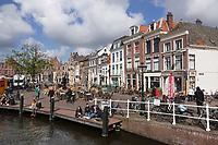 Nederland Leiden - 2021. Horeca met terras in het centrum van Leiden. De Beestenmarkt.  Foto ANP / Hollandse Hoogte / Berlinda van Dam