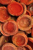 Afrique/Maghreb/Maroc/Essaouira : Chez Saddiki au marché aux épices dans le souk - Détail rouge à lèvres local