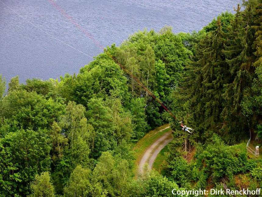 Bungee-Springer von Hängebrücke bei der Rappbode-Talsperre im Harz, Sachsen-Anhalt, Deutschland, Europa<br /> bungee jumper at Rappbode dam in the Harz Mountains, Saxony-Anhalt, Germany, Europe