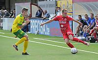 FC GULLEGEM - WITGOOR SPORT DESSEL :<br /> Thomas Coopman (R) tracht Ilias Van Roy (L) uit te kappen<br /> <br /> Foto VDB / Bart Vandenbroucke
