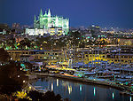 ESP, Spanien, Balearen, Mallorca, Palma de Mallorca: mit Kathedrale La Seu und Hafen bei Nacht | ESP, Spain, Balearic Islands, Mallorca, Palma de Mallorca: with cathedrale La Seu and harbour at night