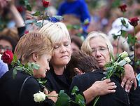 Oslo, 20110725. Rosemarkering, Rådhusplassen. Kristin Halvorsen og flere. Foto: Eirik Helland Urke / Dagbladet