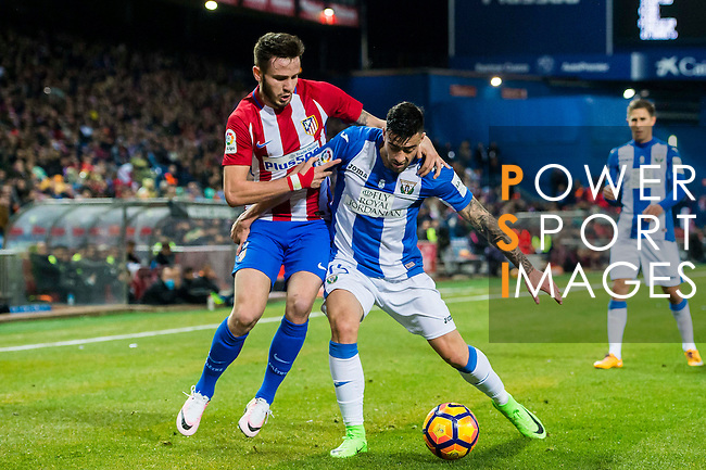 Diego Rico (r) of Deportivo Leganes fights for the ball with Saul Niguez Esclapez of Atletico de Madrid during their La Liga match between Atletico de Madrid and Deportivo Leganes at the Vicente Calderón Stadium on 04 February 2017 in Madrid, Spain. Photo by Diego Gonzalez Souto / Power Sport Images