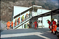 alptransit, la galleria ferroviaria più lunga del mondo, 57 km, sotto il San Gottardo, Svizzera. L'entrata nelle camerate degli operai