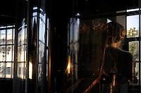"""Ex Centrale Termoelettrica Montemartini.Mostra permanente """"Le macchine e gli dei"""", che accosta due mondi diametralmente opposti come l'archeologia classica e l'archeologia industriale, Roma, Italia..Exhibition of the Capitoline Museums in the former Montemartini Power Plant. We can see the permanent exhibition """"The machines and the gods"""", which combines two diametrically opposed worlds classical archeology and industrial archeologo, Rome, Italy."""